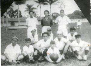 Foto donde aparecen Goyo Morales, Butch Muñoz y Chale Silva campeones de la Liga de Ascenso en 1931 con el Hispano Atlético