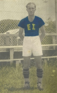 Paco Marín. Hermano de Nicolás Marín y primer entrenador del equipo de la franja. (1940)